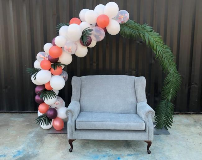 balloon-arch-&amp-couch