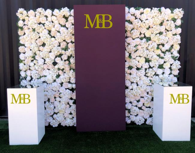 silk-flowerwall-with-panel-&amp-plinths