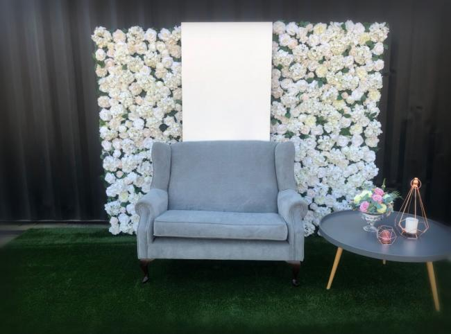 silk-flower-wall-with-panel-and-table