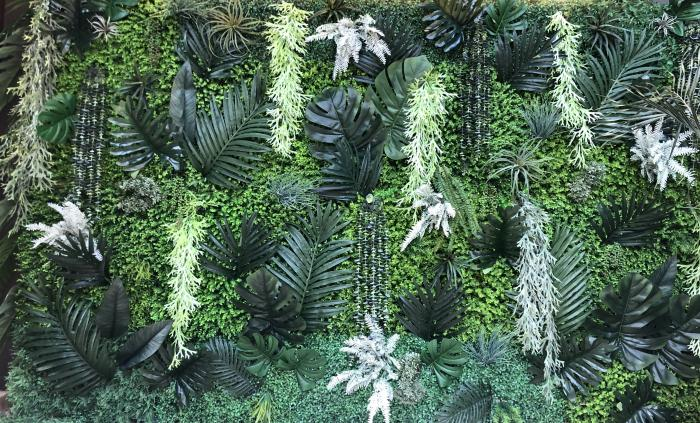 tropical-silk-plant-wall