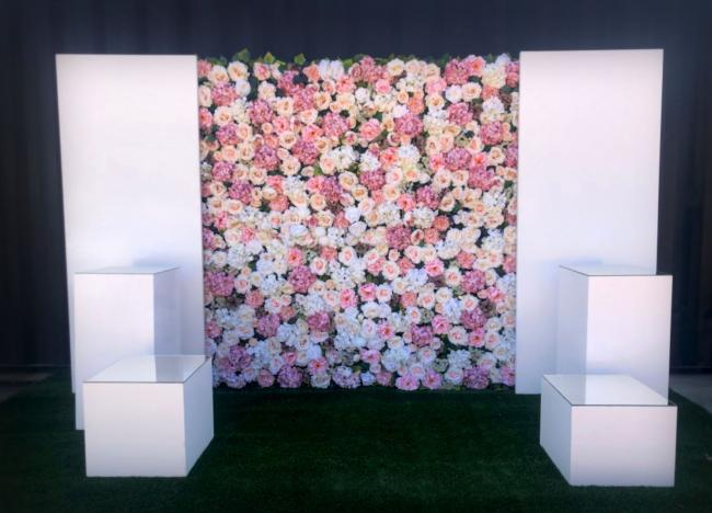 silk-flowerwall-with-panels-&amp-plinths